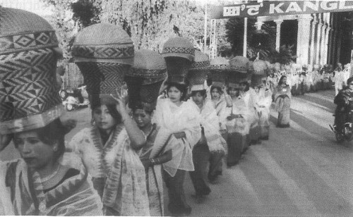 Ladies carrying the Pheiruks for Heijingpot before the marriage ceremony