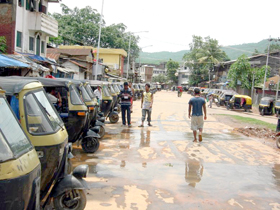 Auto rickshaws lie idle at Moreh sometime in May 2007